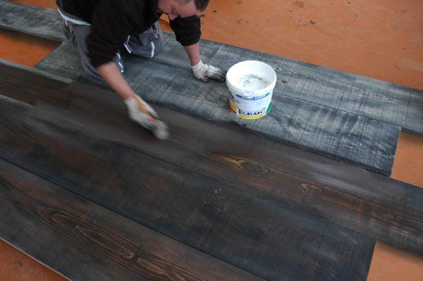 Peinture d'un catwalk en brou de noix